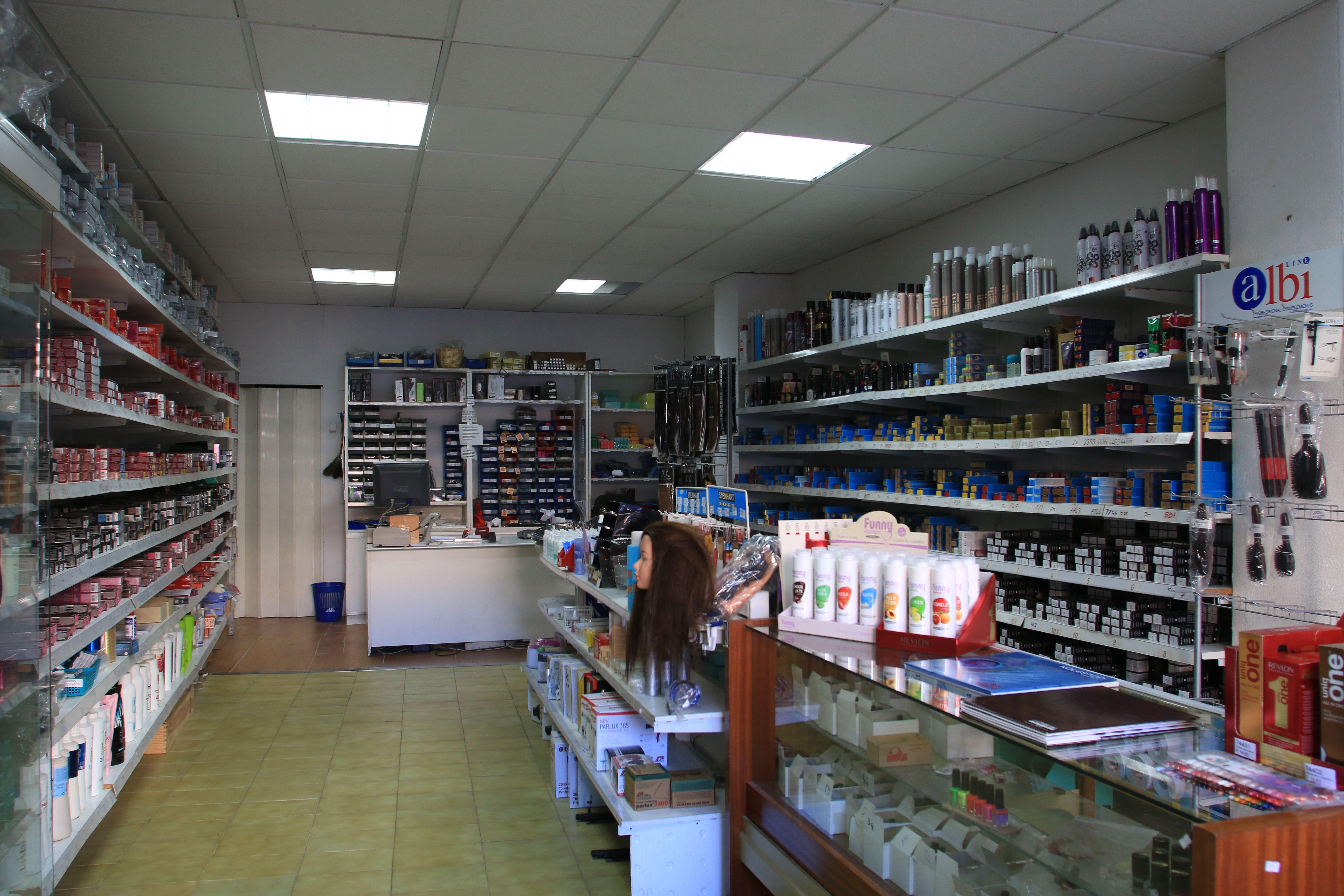 Foto 1 de Suministros para peluquerías en Palma de Mallorca | Distribuciones Porcel