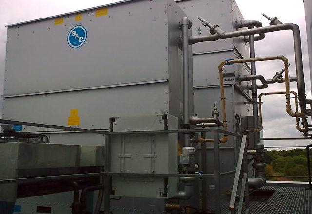 Frisaqués, montaje y mantenimiento de condensadores evaporativos