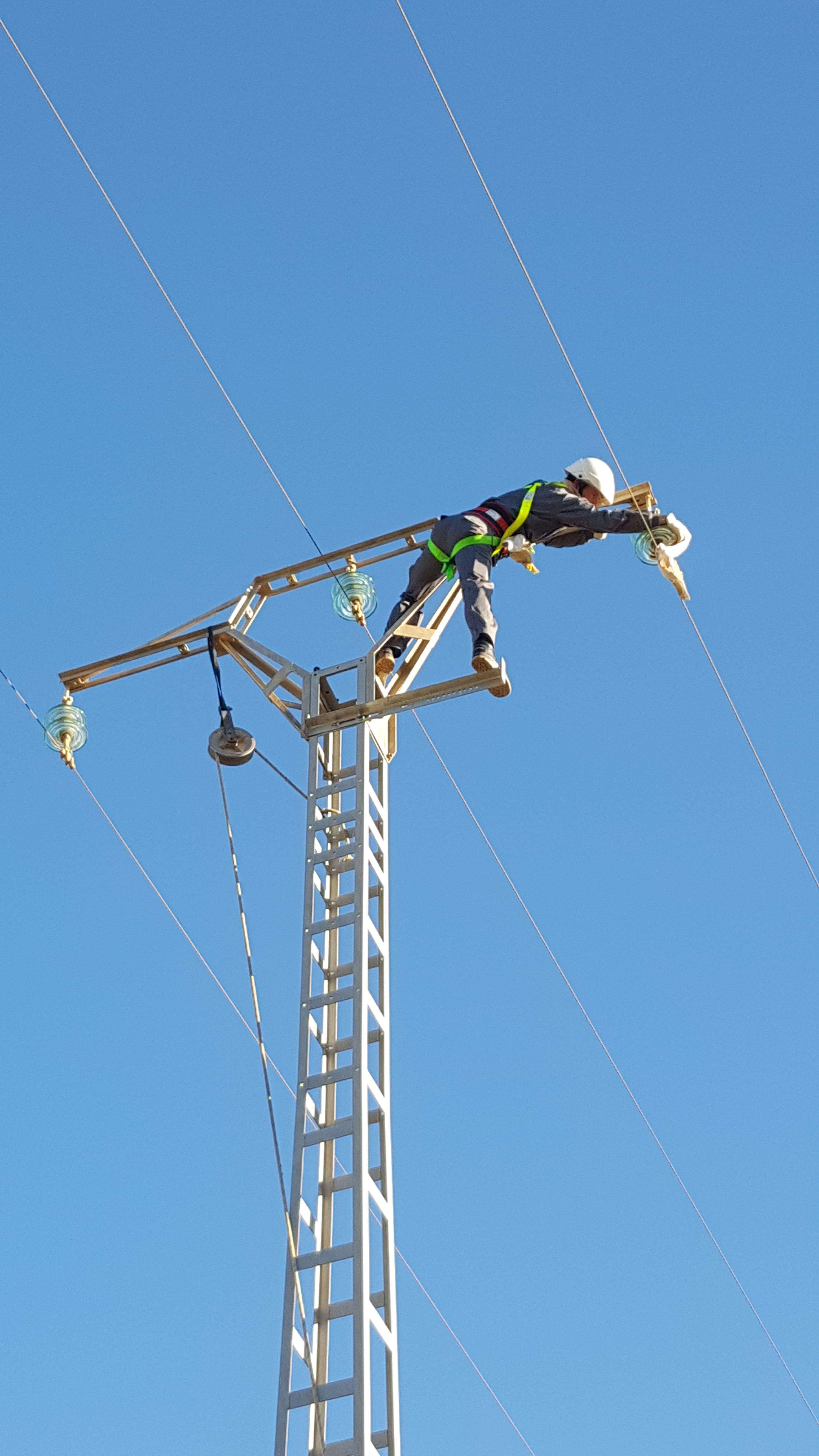 Mantenimientos de lineas de alta y baja tensión: Servicios de Domani Electricidad
