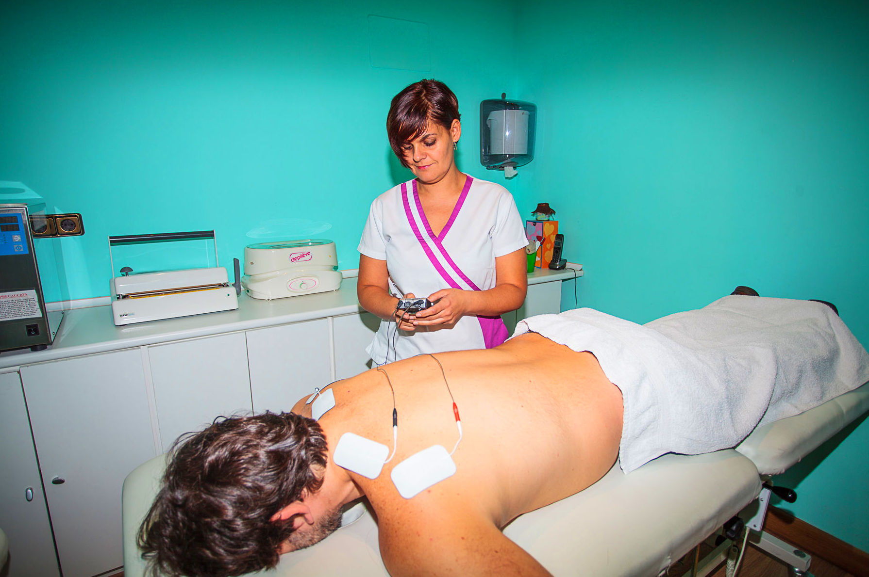 Centro de fisioterapia. Tratamiento con electroterapia.