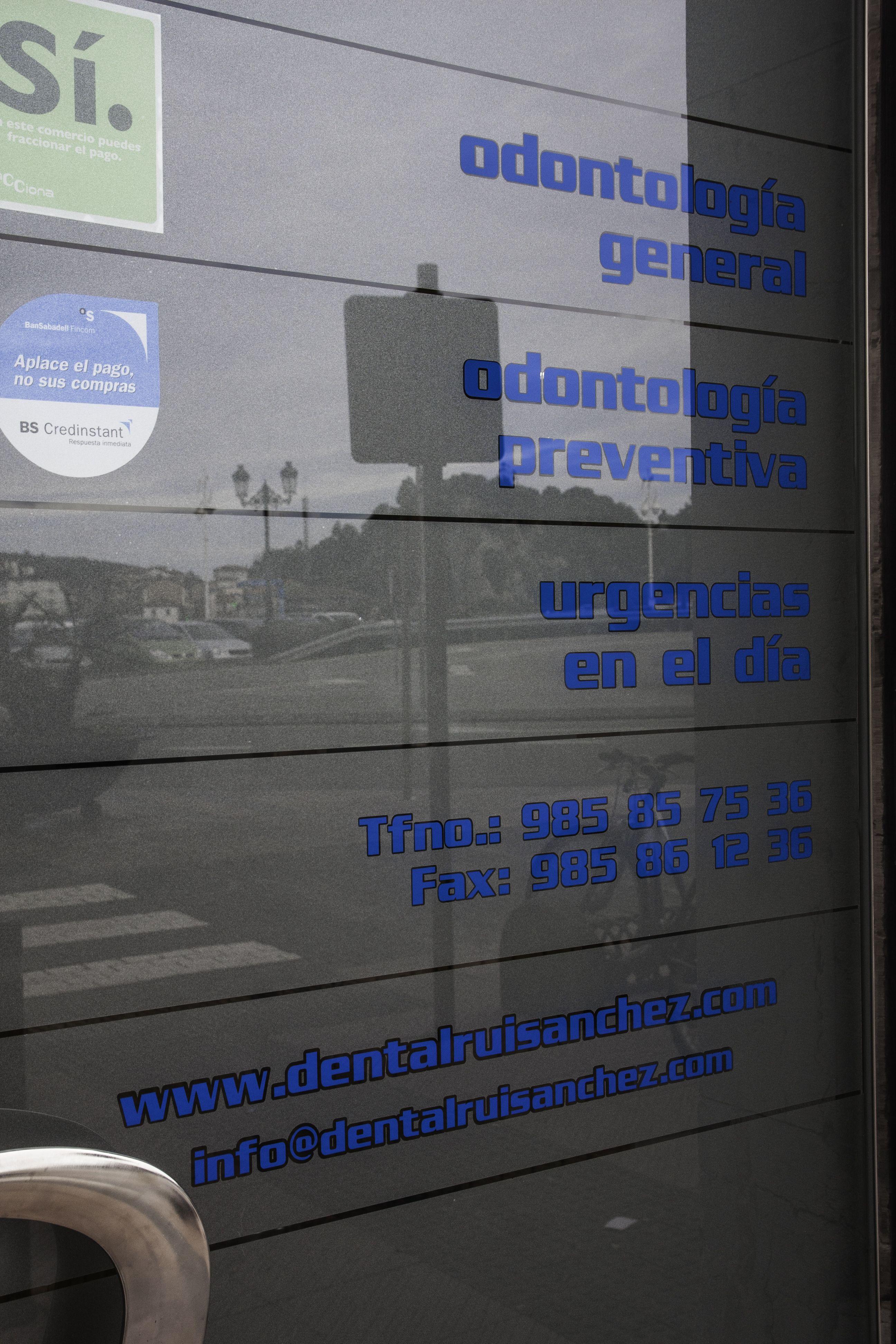 Foto 4 de Clínicas en Gijón | Clínica Dental Cuesta y Ruisánchez, S.L.