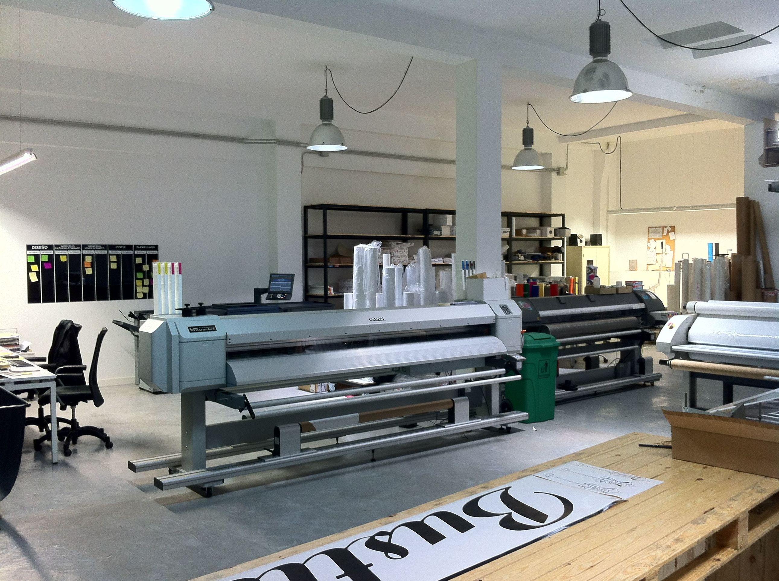Impresión Digital Gran Formato Mutoh Spirfire 1600 mm. ancho y Mutoh ValuaJet VJ2638 de 2500 mm. ancho