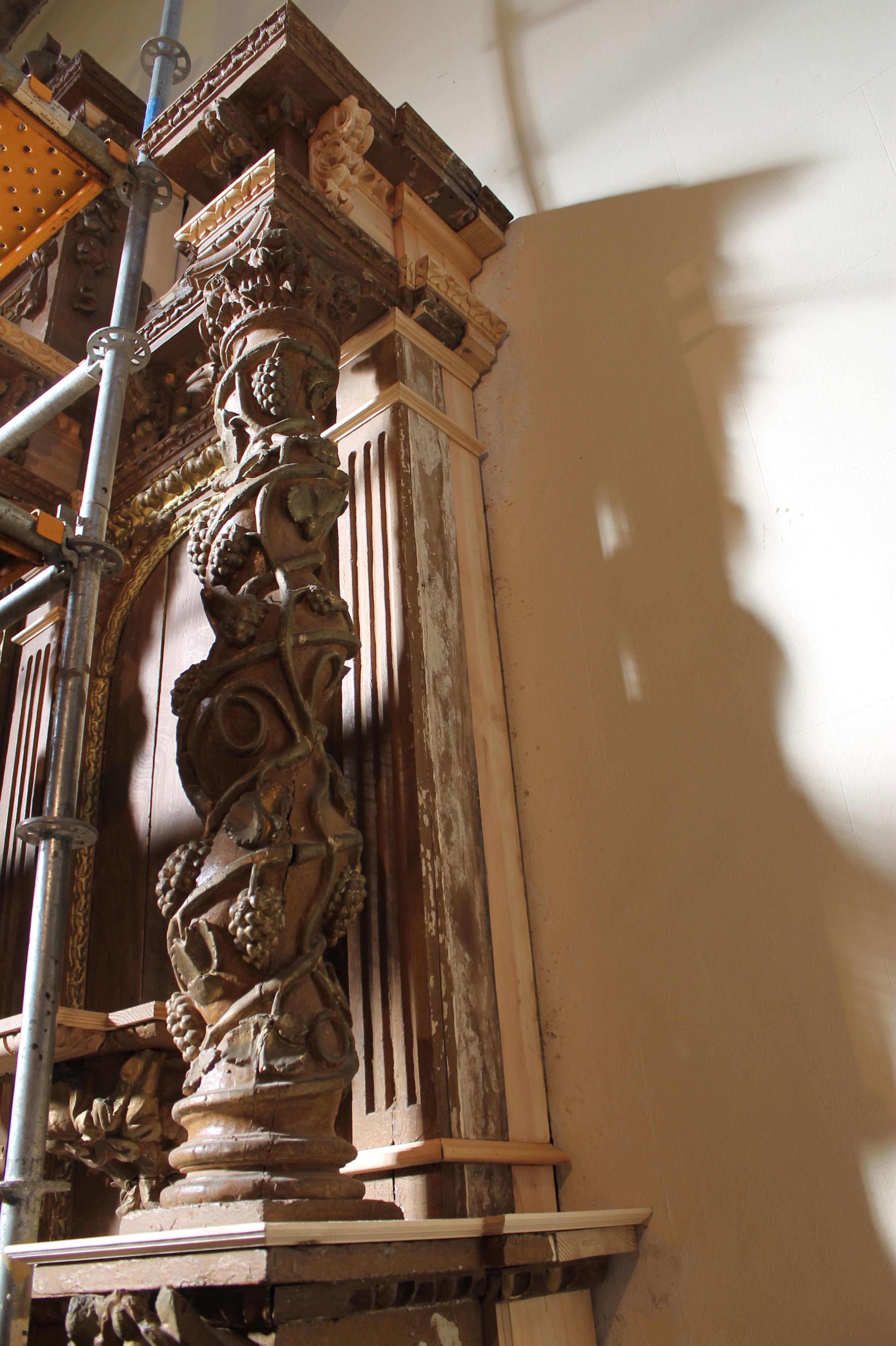 Elementos de madera para restauración de retablo