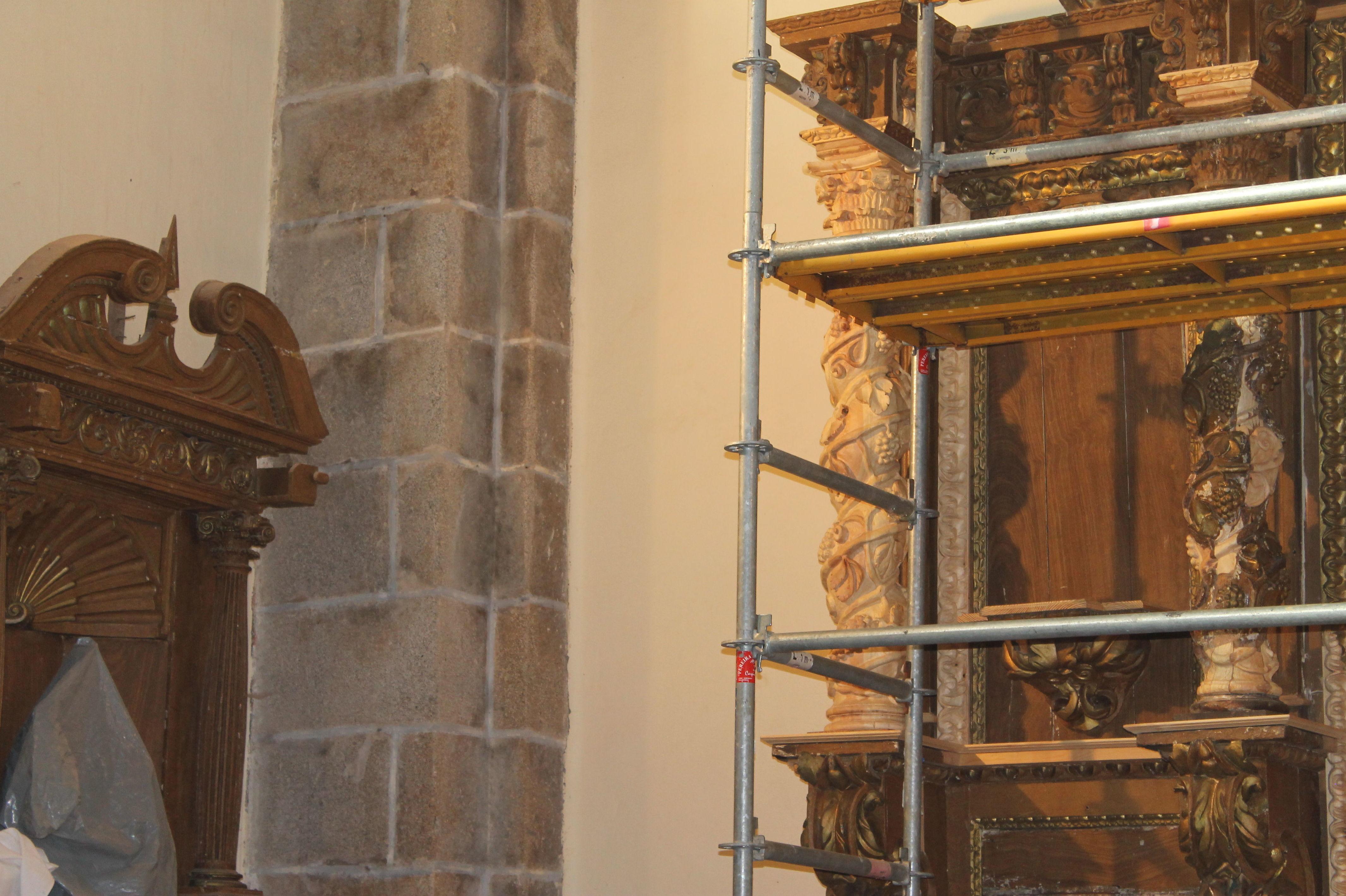 Detalle de andamiaje para reforma de retablo