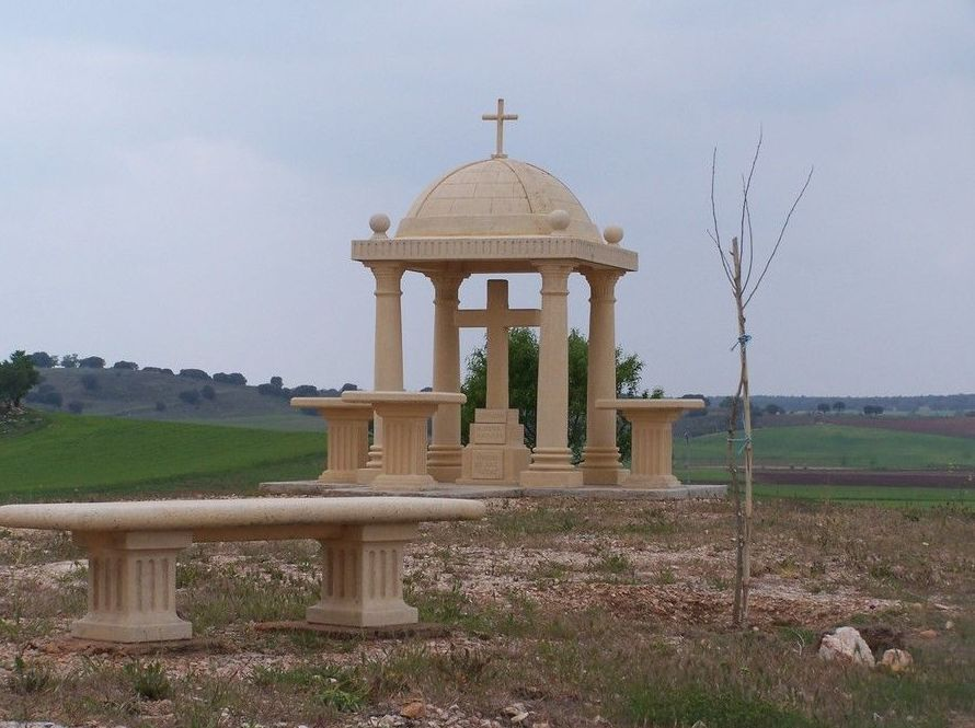Fabricación de panteones en piedra artificial en Cuenca