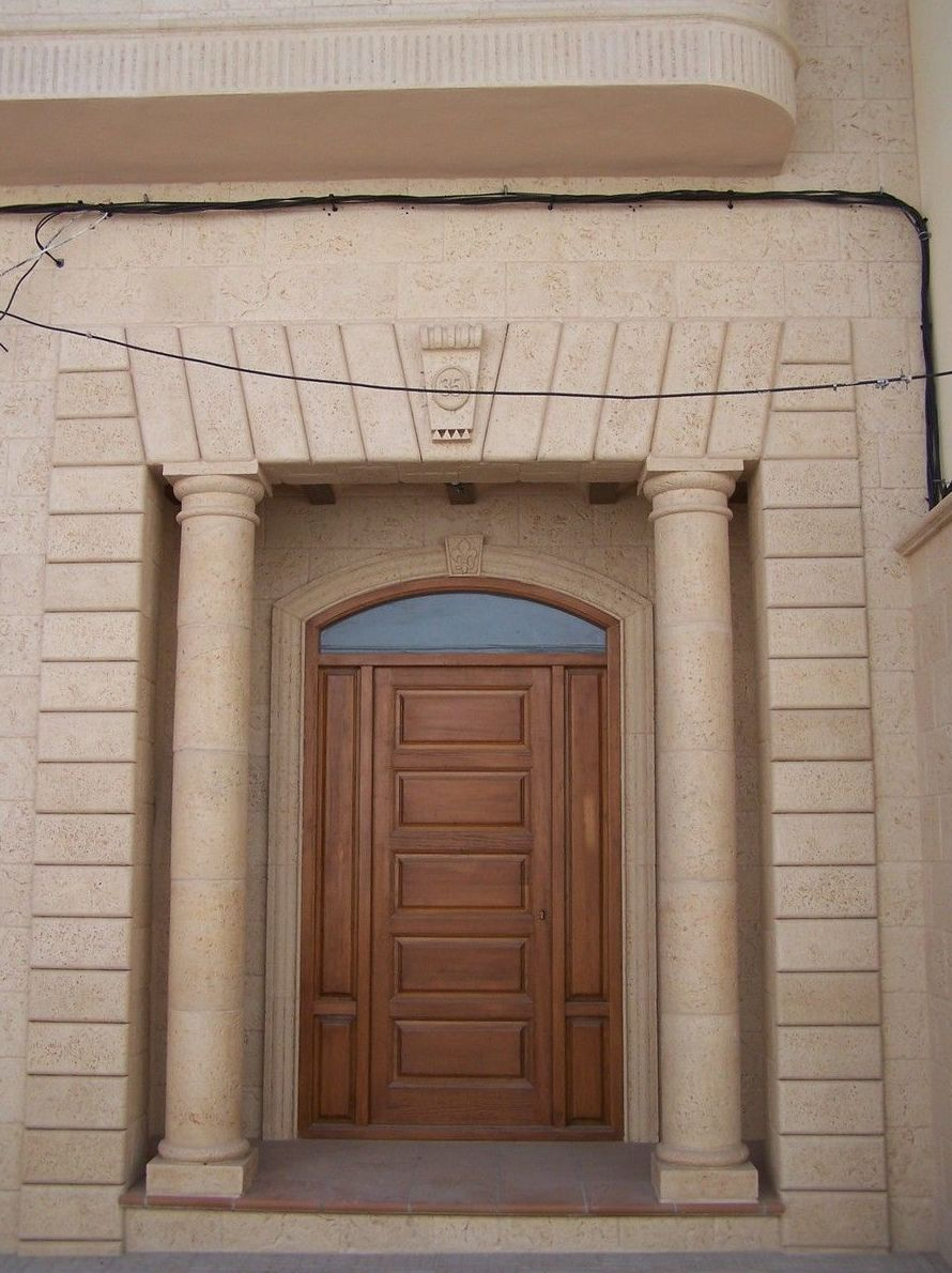 Columnas en piedra artificial para fachadas