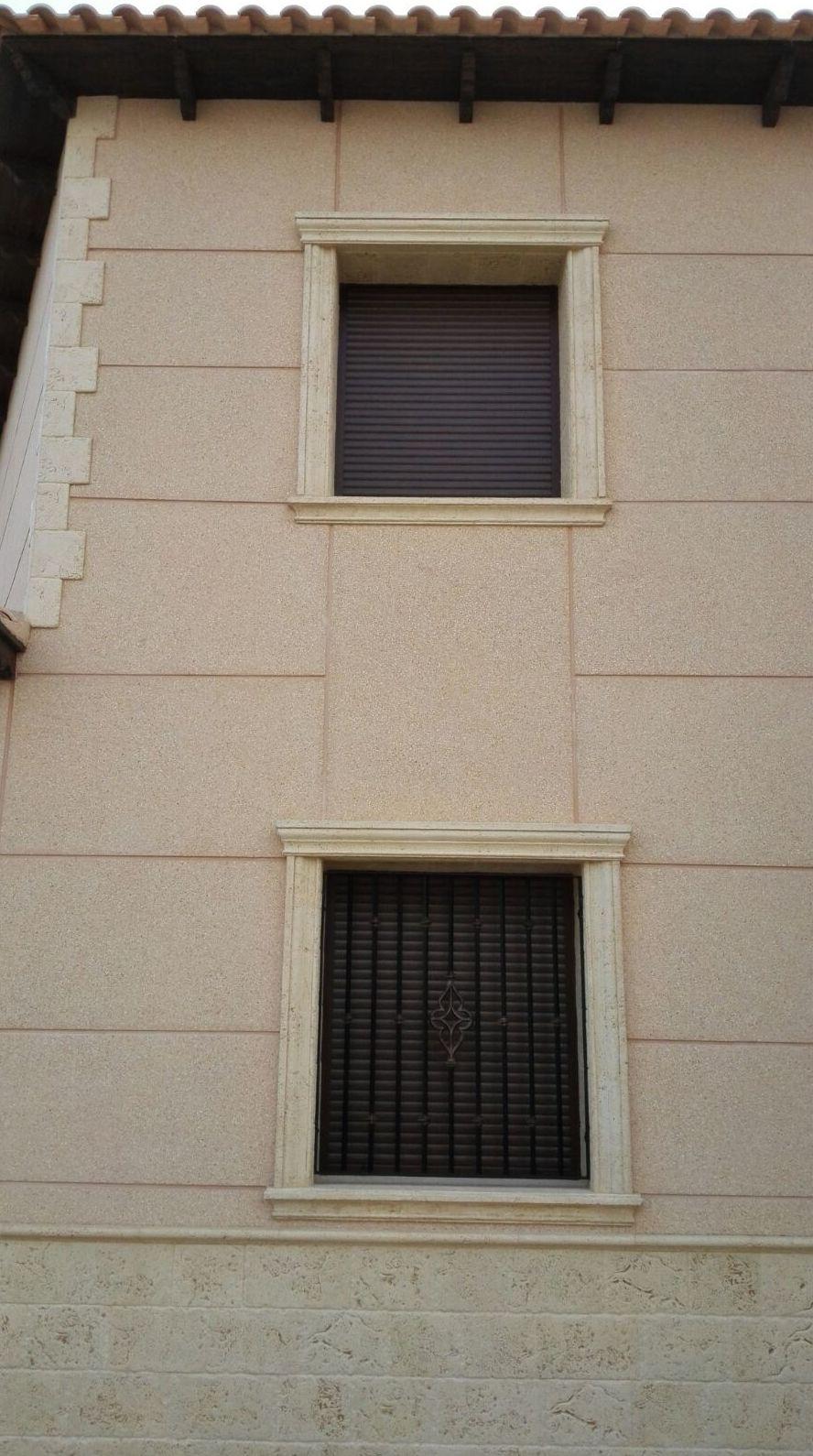 Detalle fachada baldosas manchegas