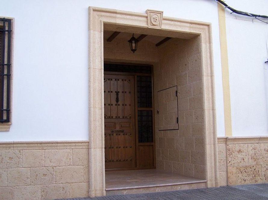 Puertas de entrada en piedra artificial