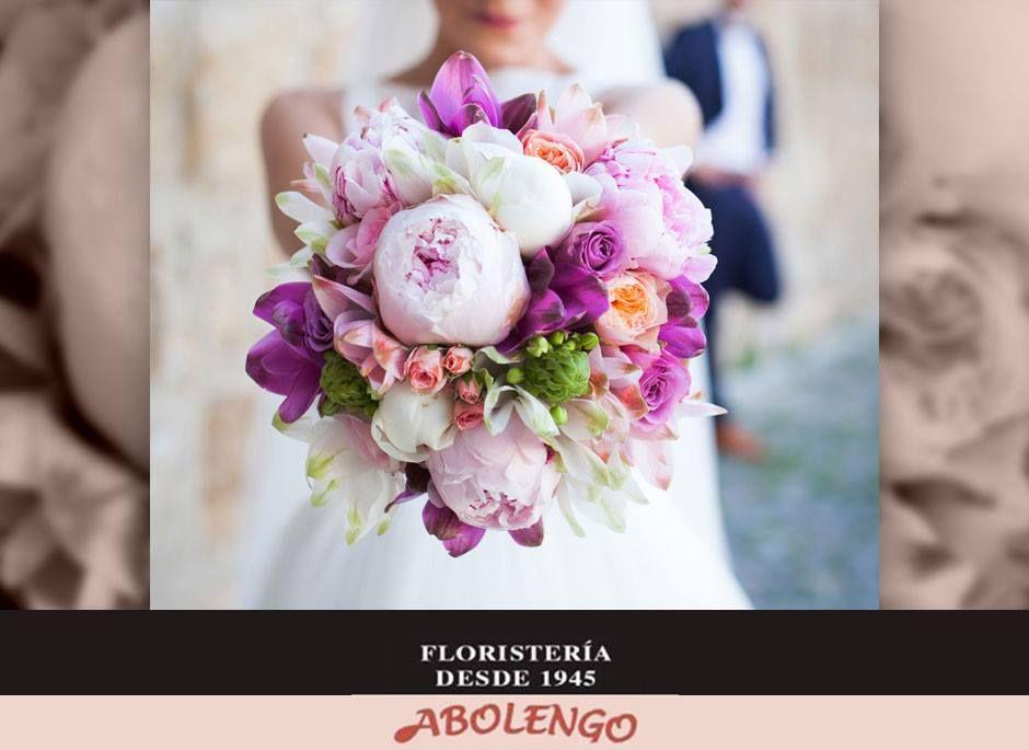 Expertos en ramos de novias, coronitas damas de honor, decoración iglesia, coche, restaurante....