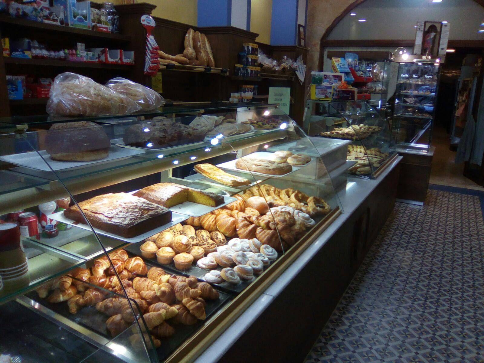 Foto 2 de Panaderías en València | Forn Pastisseria Tonet i Roseta