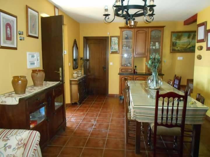 Salón comedor de casa rural Puerto Nuevo
