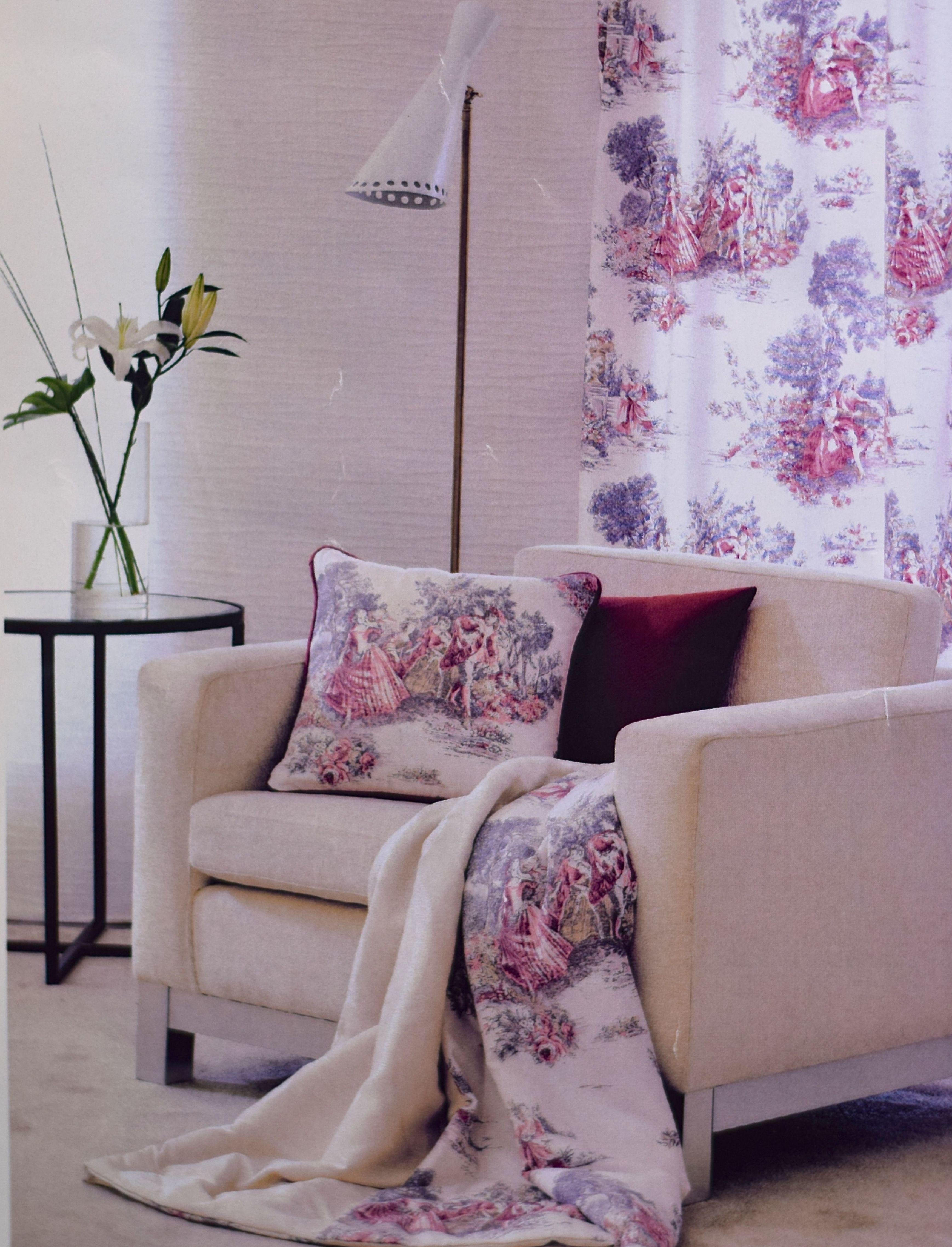 Decoración textil, tanto en cortinas tradicionales, como estores, paneles japoneses...