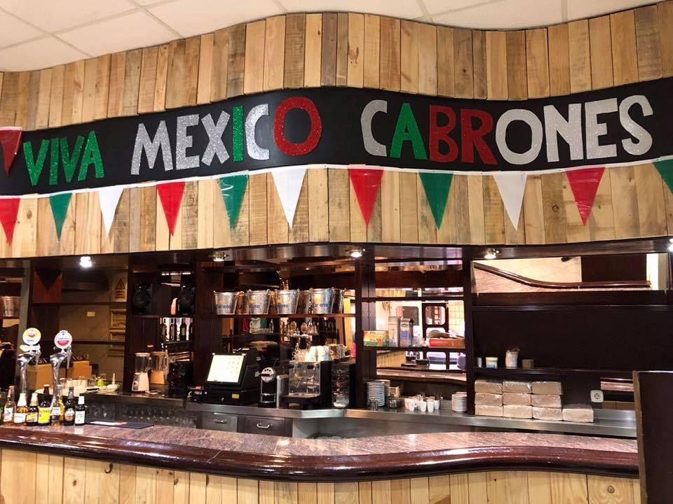 Quesadillas fritas: Auténtico Mexicano de Los Mexicanos Restaurante