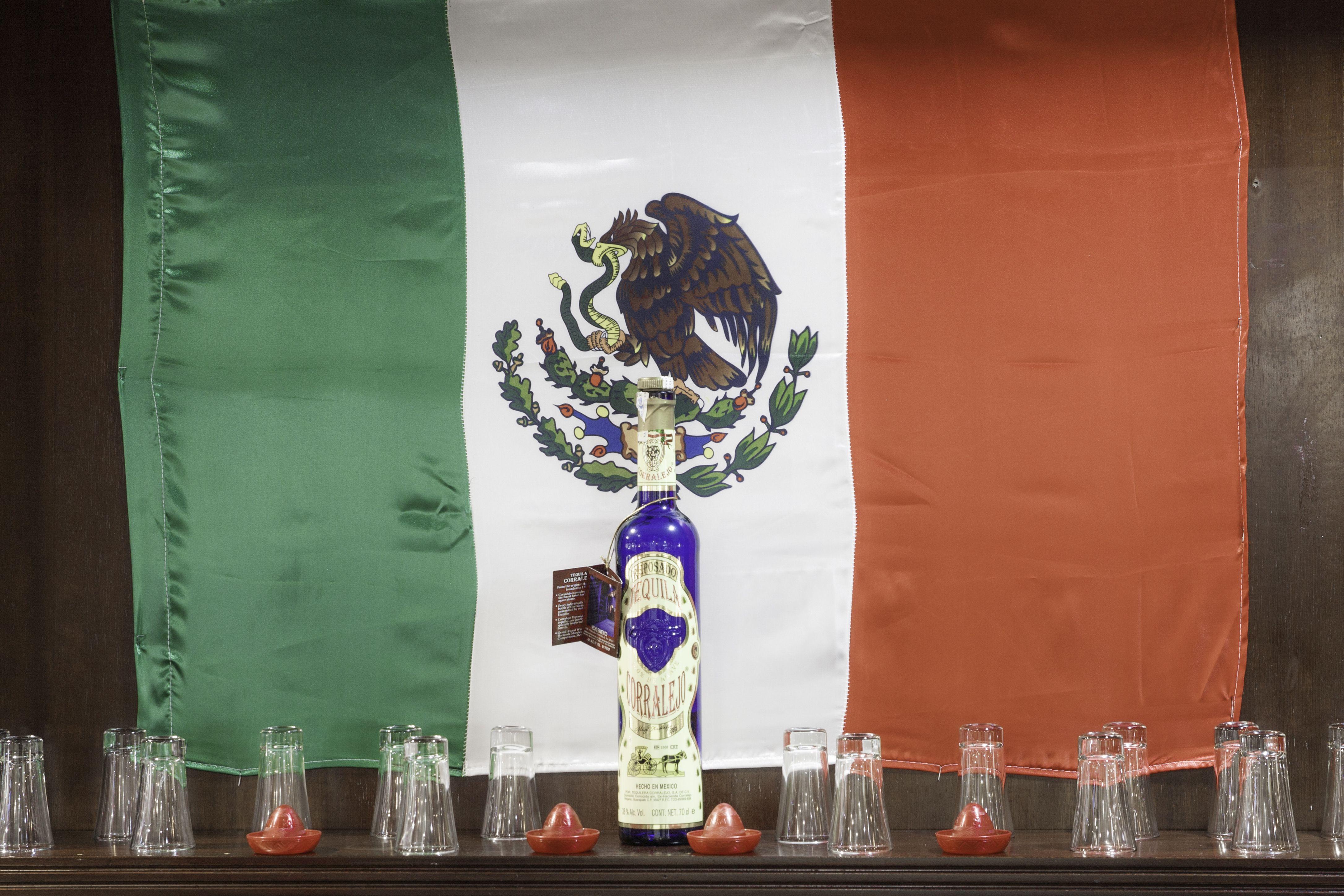 Bandera decorativa  Los Mexicanos Restaurante