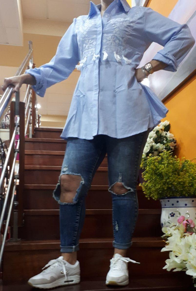 camisa rayas azul clarito / panatalon vaquero rotos: Productos de As Tuas Cousas