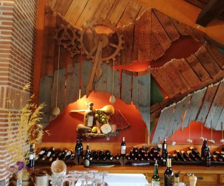 Gran bodega en nuestro restaurante en Bonilla de la Sierra