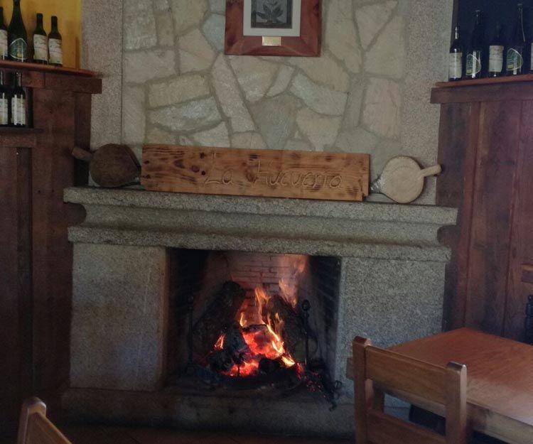 Restaurante con chimenea en Bonilla de la Sierra