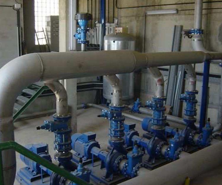 Nueva estación de bombeo con tuberías de acero inoxidable