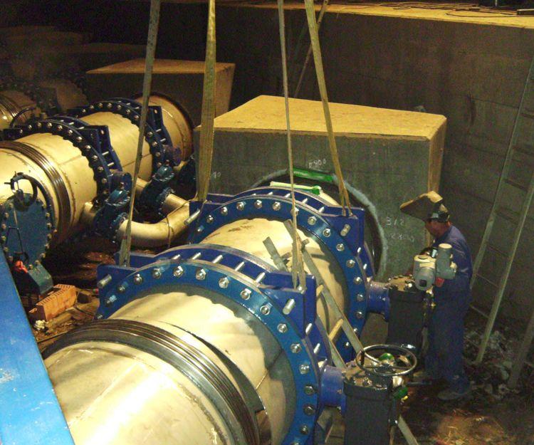 Sustitución de válvulas y calderería en tuberías de entrada a puente sifón