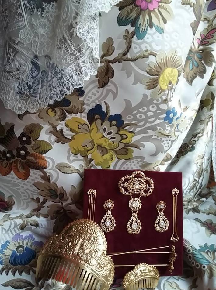 Gran calidad en joyas y telas para vestidos de fallera