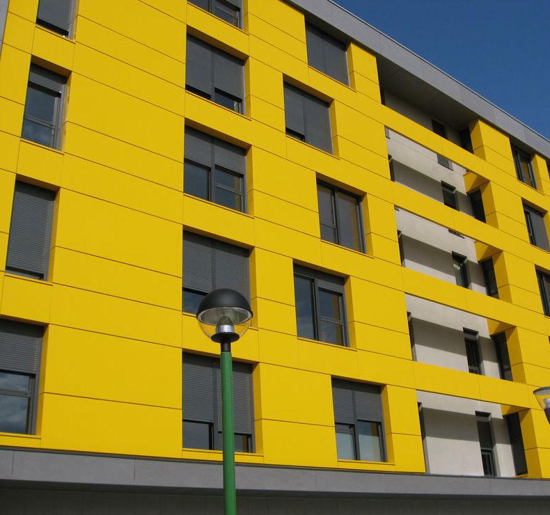 Ventanas de aluminio para edificio en Pamplona