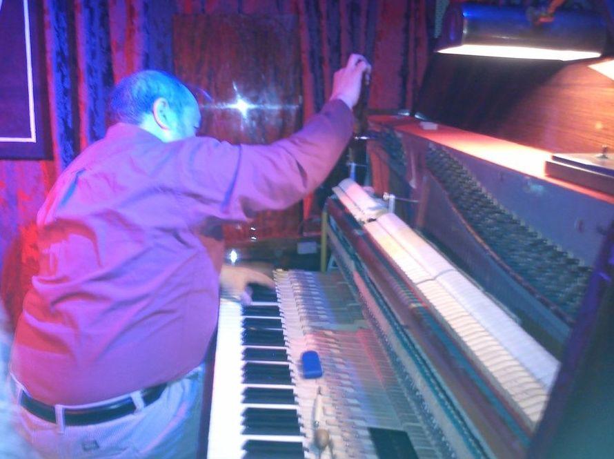 Afinador de pianos en centros de enseñanza de música