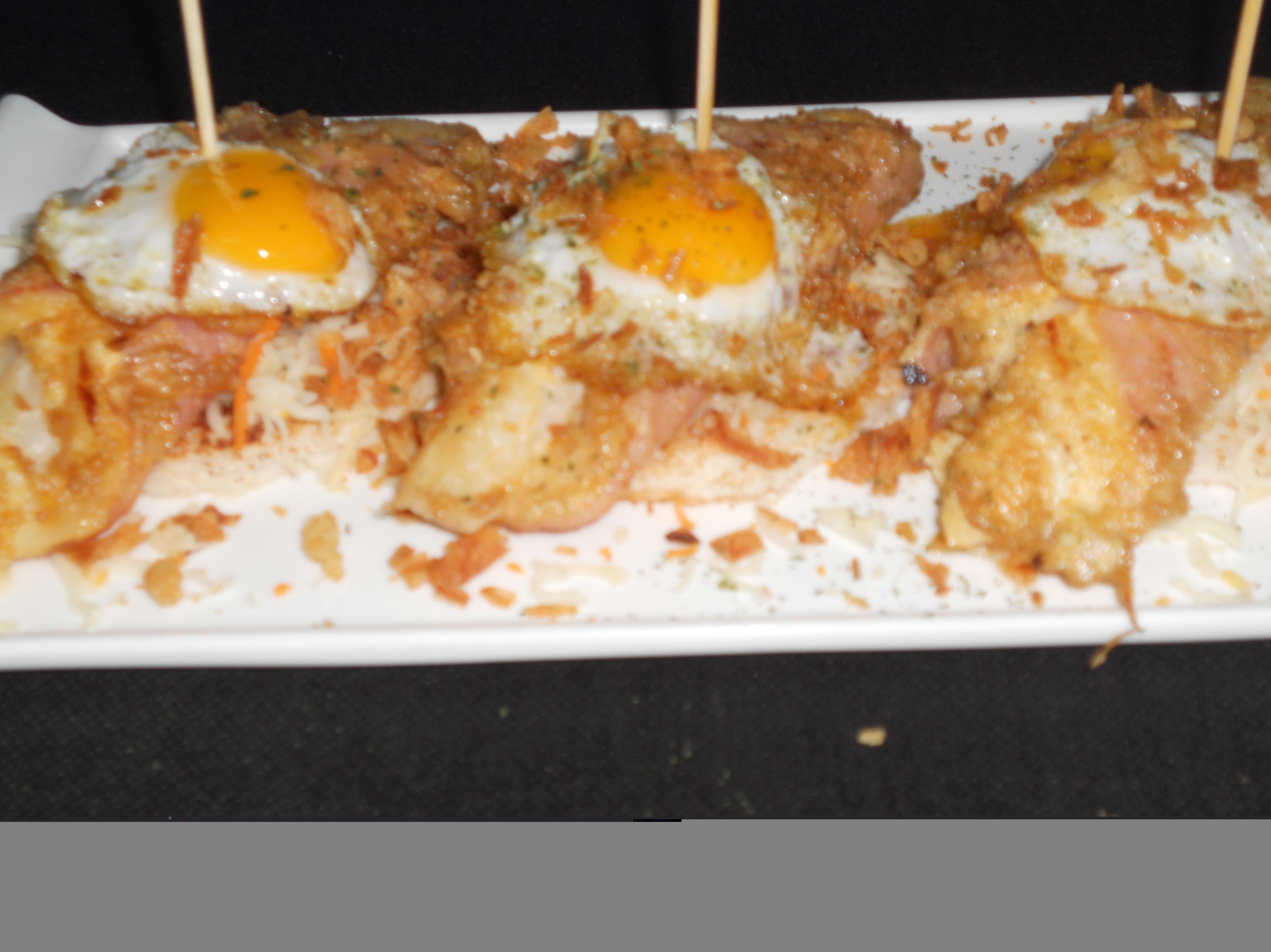 Pincho de esparrago rebozado con huevo de codorniz