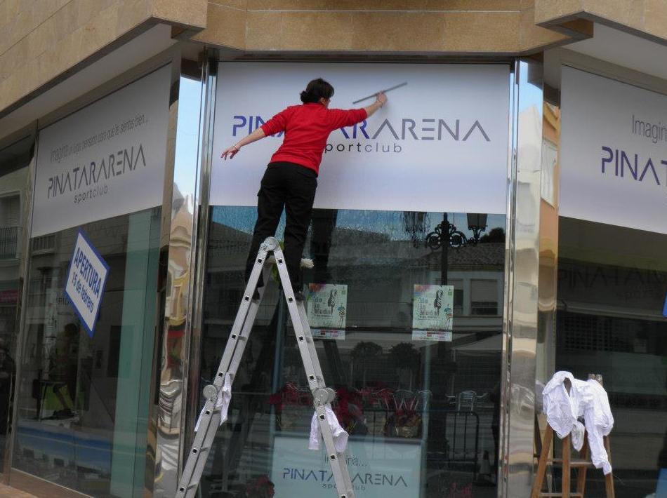 Limpieza de escaparates en Murcia