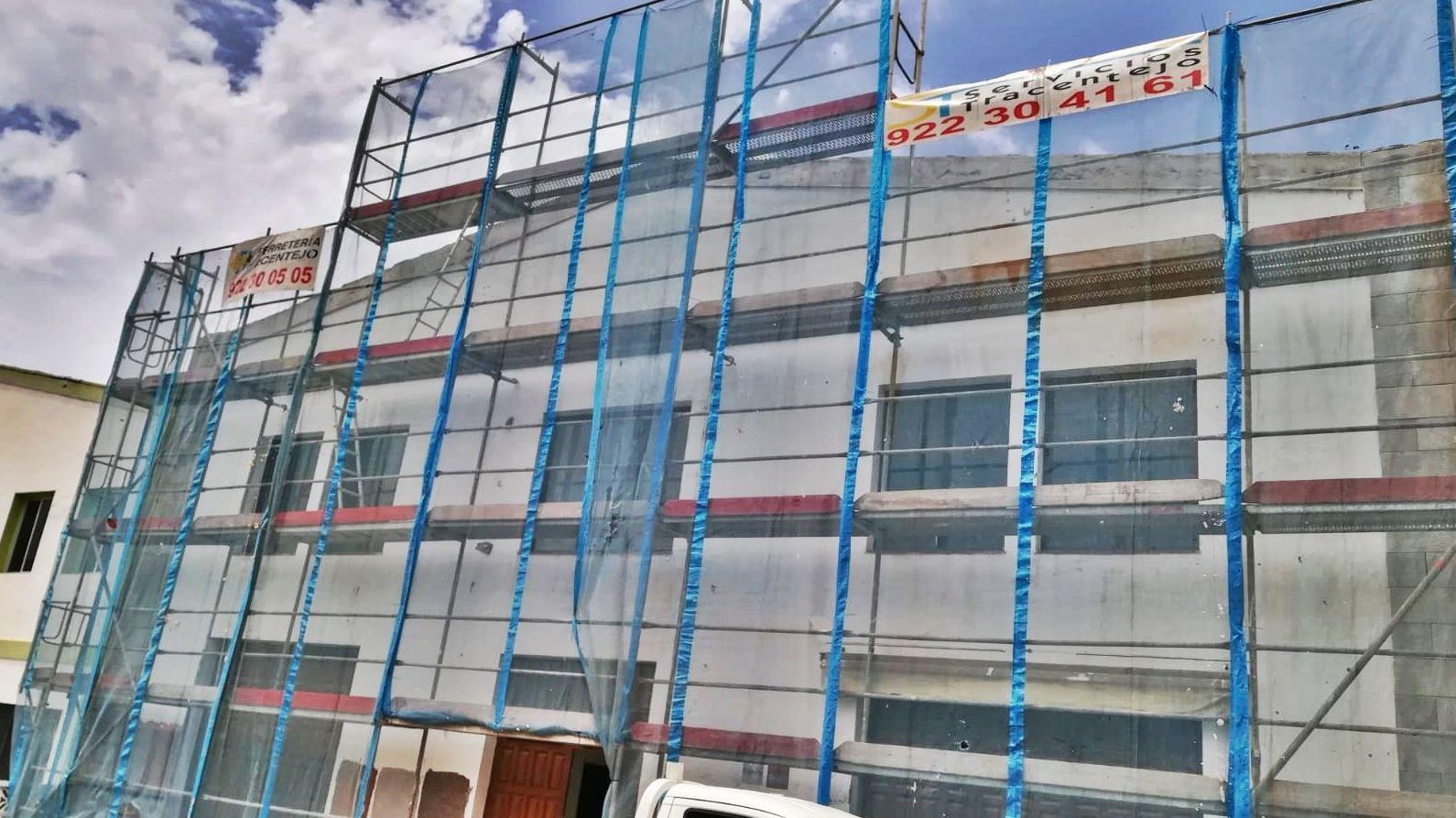 Andamio Super para rehabilitación de fachada. Polígono San Jerónimo. La Orotava.