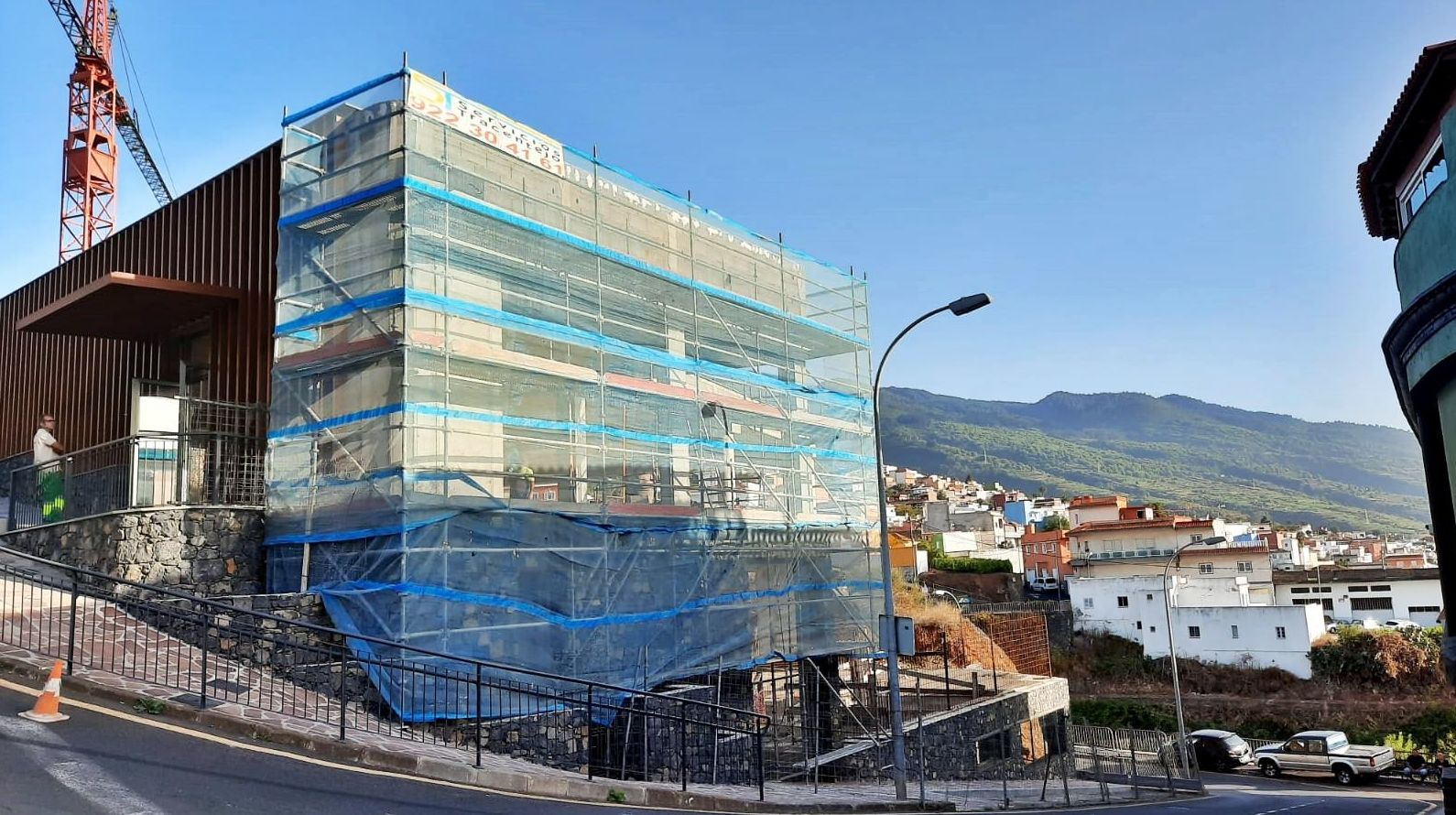 Rehabilitación de fachada con andamio multidireccional. La Matanza de Acentejo