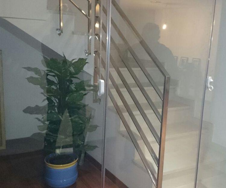 Empresa especializada en cerramiento sin perfil en Zaragoza