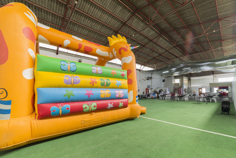 Espacio para fiestas con zona de juegos en Alicante