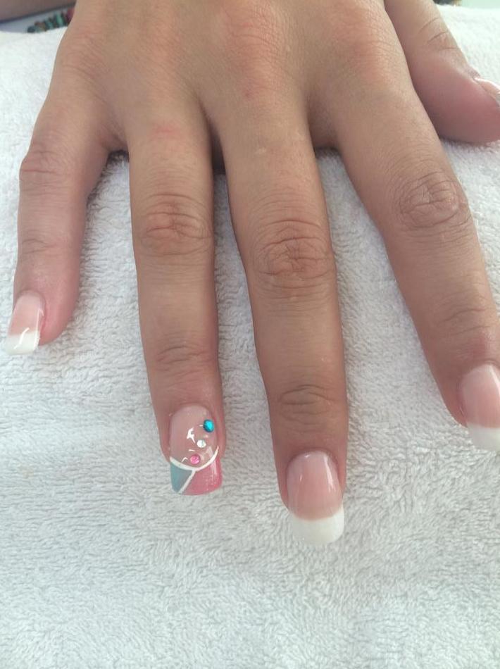 Uñas esculpidas y uñas de porcelana