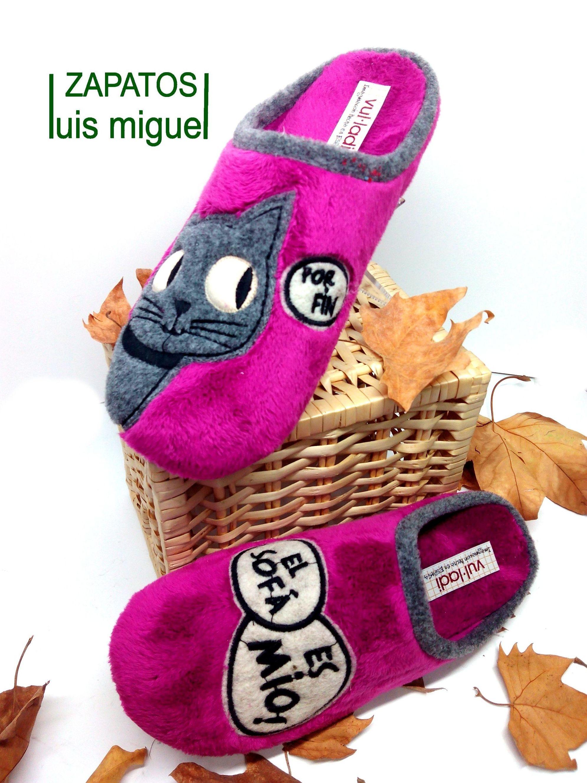 zapatillas gato con leyenda: Catalogo de productos de Zapatos Luis Miguel