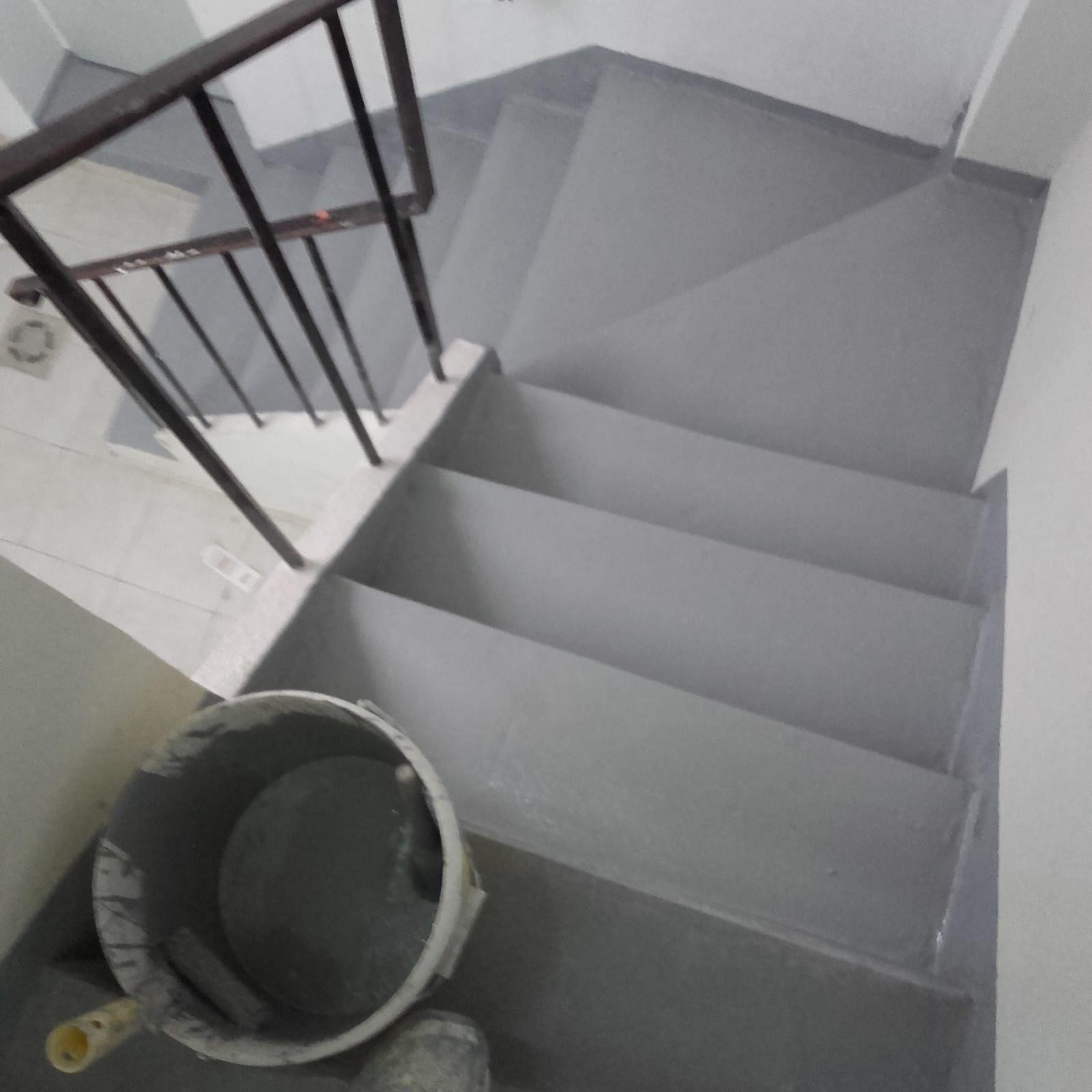 Pintura de escaleras en Madrid