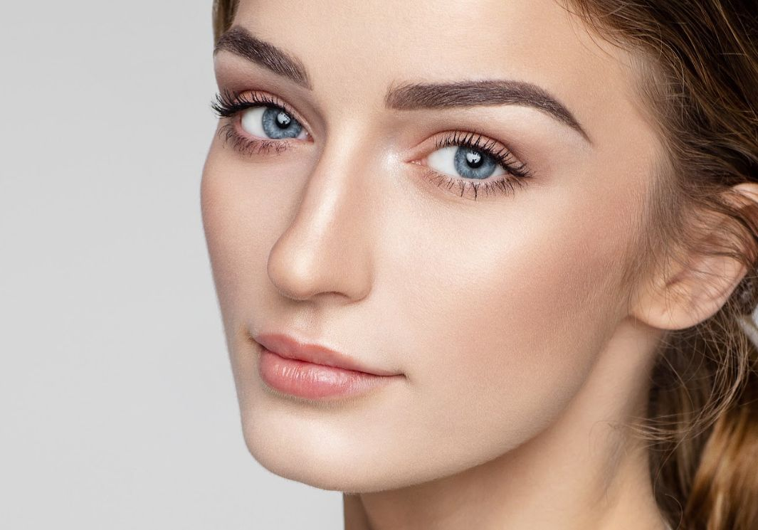 Extensiones de cejas: Servicios de Evanails & Beauty