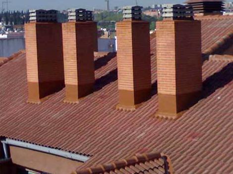 Retirada y colocación de capuchas de chimeneas