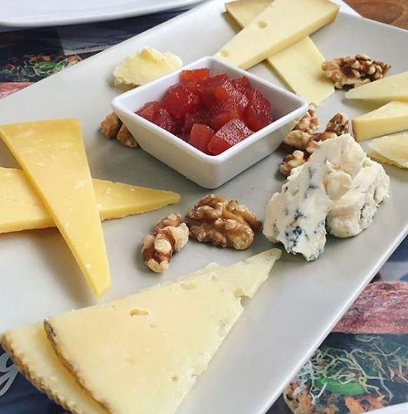Tabla de diferentes quesos