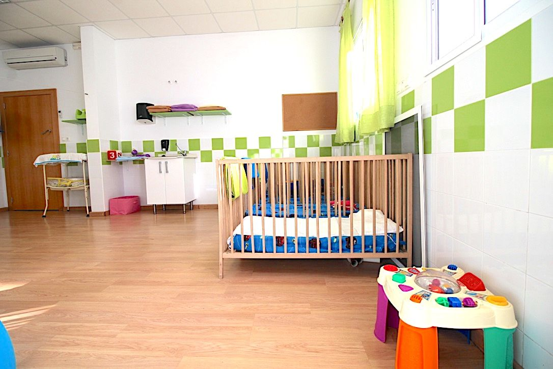 Escuela infantil con dormitorio