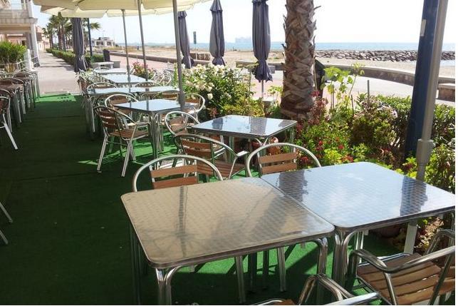 Restaurante con terraza playa de Puçol