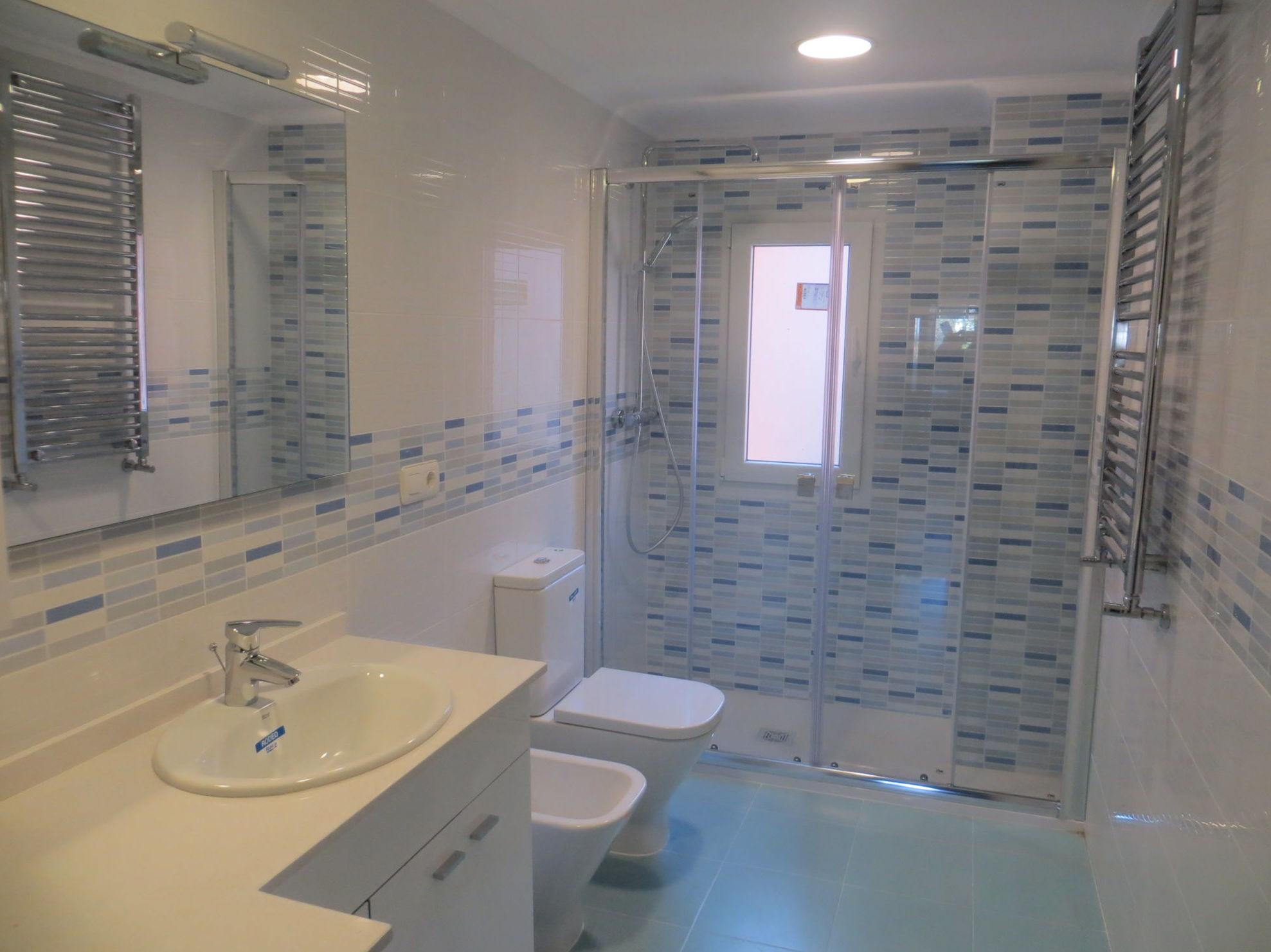 Reforma de cuarto de baño realizada en Gijón por Gresastur