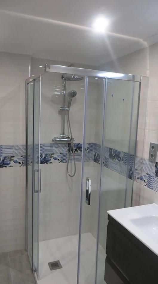 Baño reformado en Gijón por Gresastur