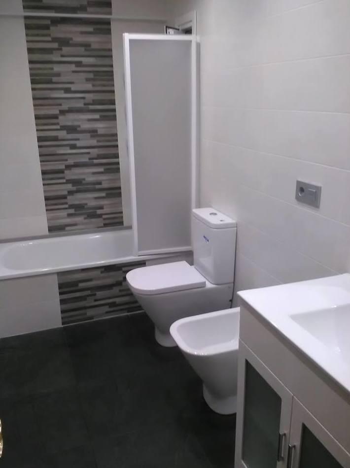 Baño reformado en Gijón por Gresastur reformas de interiorismo