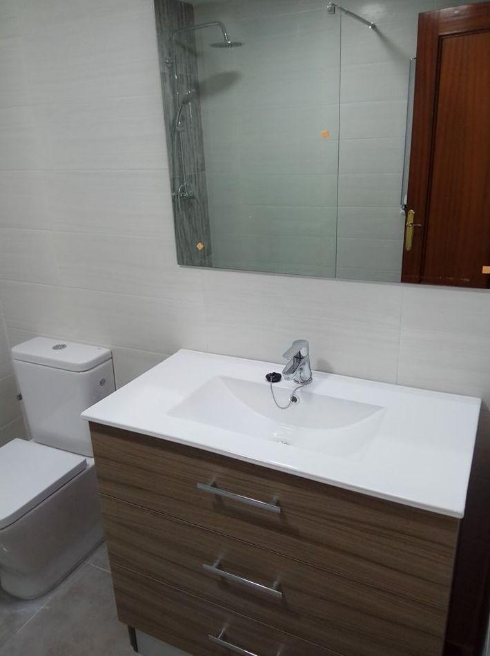 Cuarto de baño remodelado por Gresastur en Gijón