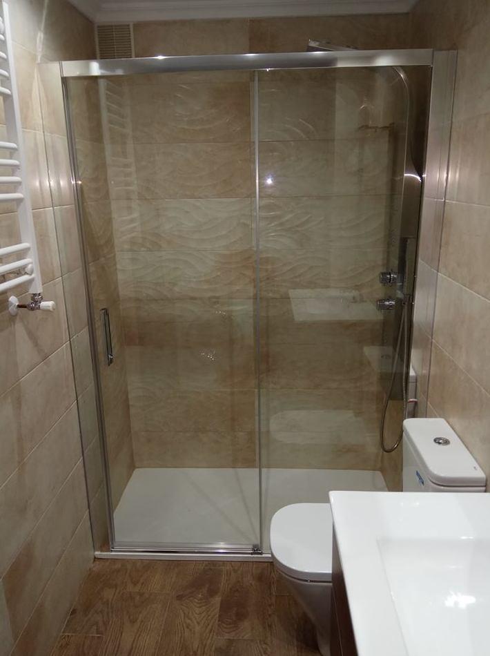 Instalación de plato de ducha en Gijón reformasbanosgijon
