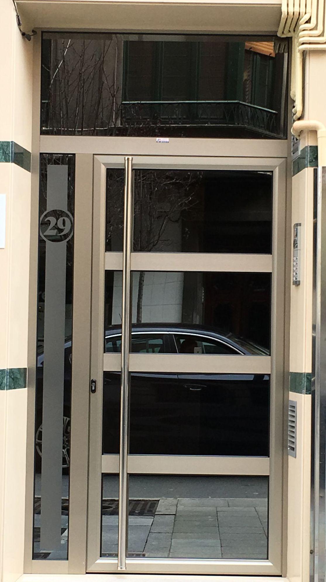 Puertas comunidad en Aluminio Asturias