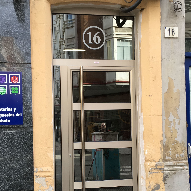 Puerta comunidad Gijón