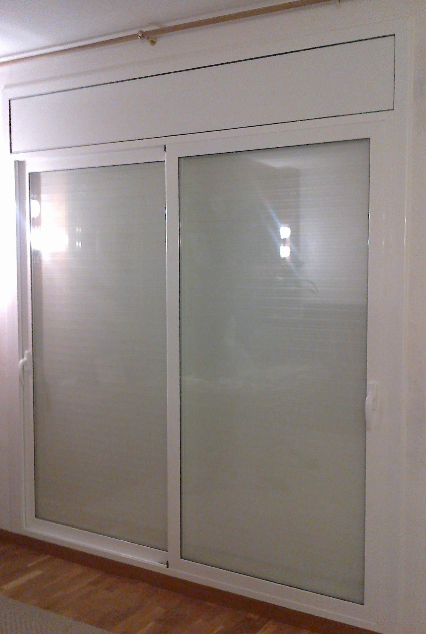 Puerta corredera de aluminio cat logo de vicar for Catalogo de puertas de aluminio