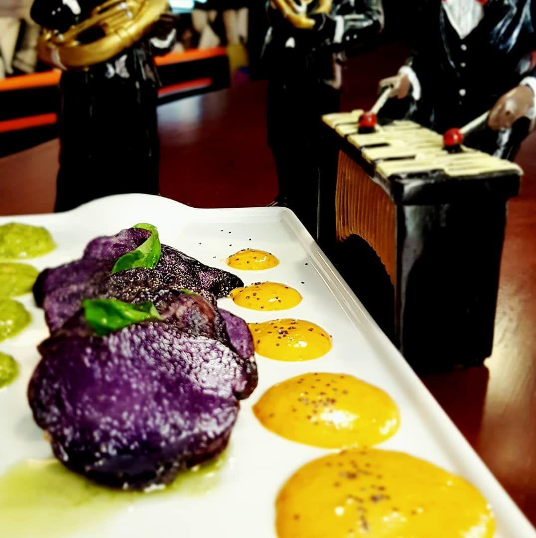 Patatas bravas violeta