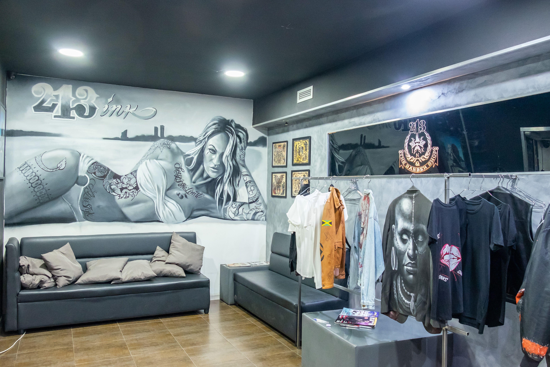 Tatuajes, piercings y barber shop 213 INK & THE BARBERSHOP